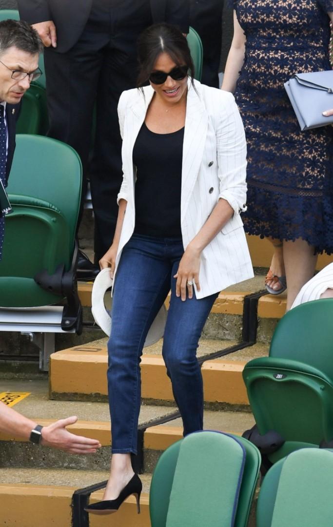 Sóng gió lại ập đến với Meghan Markle chỉ vì một chiếc quần jeans: là lỗi lầm nghiêm trọng hay drama không đáng có? - Ảnh 1.