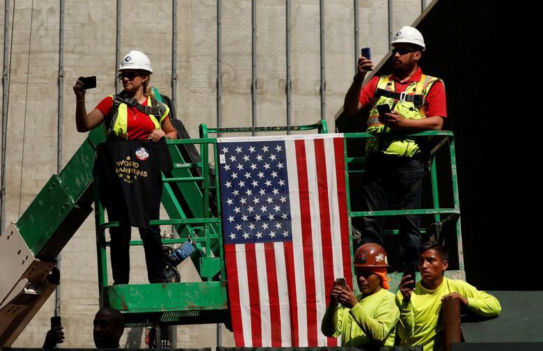 Hàng chục nghìn CĐV đổ ra đường xem tuyển Mỹ diễu hành mừng vô địch World Cup nữ 2019 - Ảnh 10.