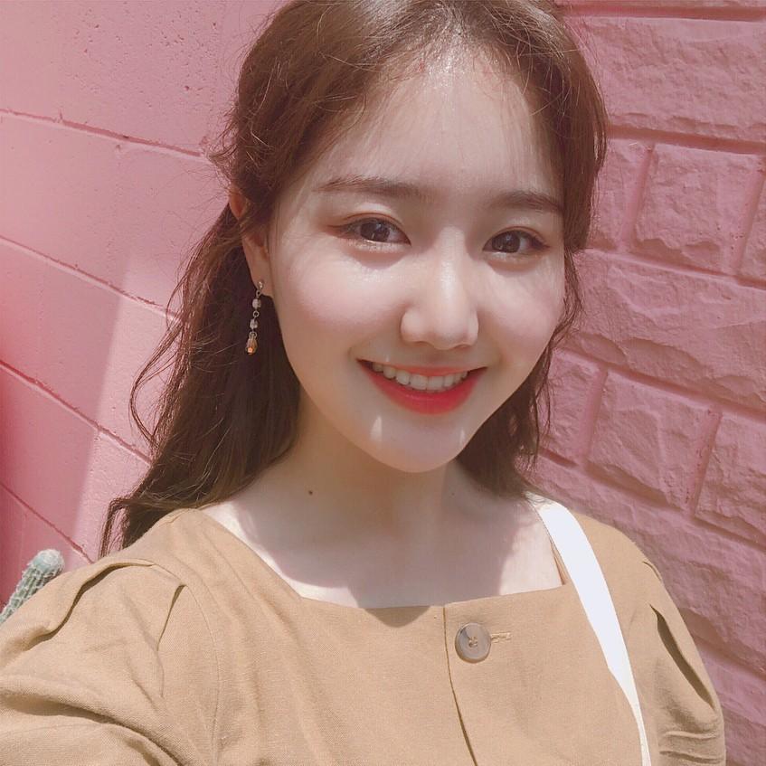"""Thăng hạng nhan sắc như Jin Ji Hee: Lúc bé toàn để tóc xoăn """"già chát"""", càng lớn càng trẻ xinh nhờ giảm cân và đổi kiểu tóc - Ảnh 3."""