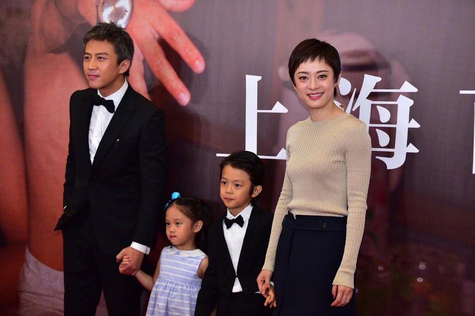 Đặng Siêu - Tôn Lệ lần đầu cho 2 con xuất hiện trước truyền thông nhưng netizen chỉ để ý quý tử đẹp tựa nam thần nhí - Ảnh 7.
