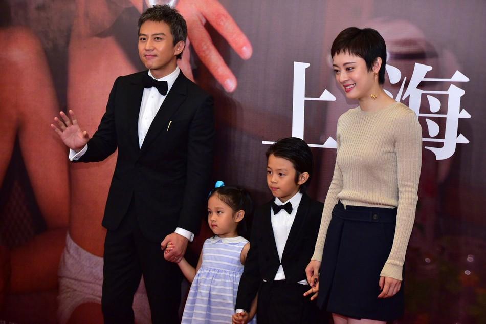 Đặng Siêu - Tôn Lệ lần đầu cho 2 con xuất hiện trước truyền thông nhưng netizen chỉ để ý quý tử đẹp tựa nam thần nhí - Ảnh 9.