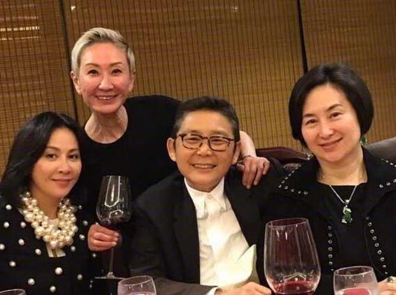 Ái nữ quyền lực nhất nhà trùm casino Macau: Phớt lờ gia sản kế nghiệp khổng lồ, hạnh phúc bên người tình đồng tính - Ảnh 7.