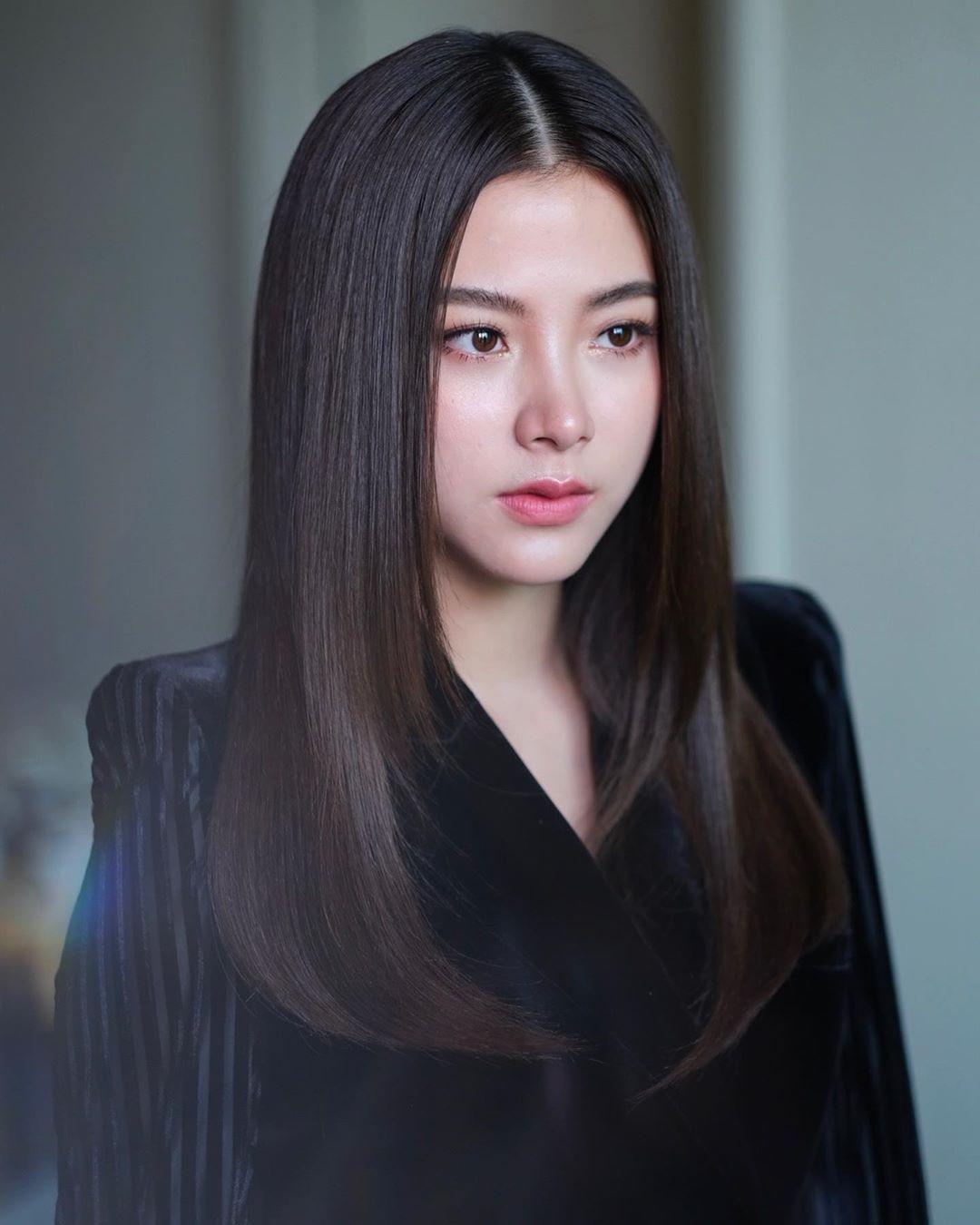 """Nữ chính """"Chiếc Lá Bay"""" Baifern Pimchanok: mỹ nhân """"cân"""" mọi kiểu tóc, nhìn  thế nào cũng thấy xinh bá đạo"""