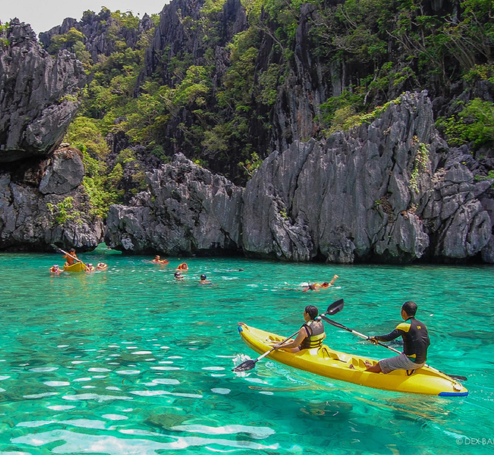 """Đã đến hòn đảo đẹp nhất Philippines là phải chơi """"tới bến"""" trò này như hội bạn thân vợ chồng Giang Ơi, Dino Vũ, Khánh Linh The Face - Ảnh 8."""