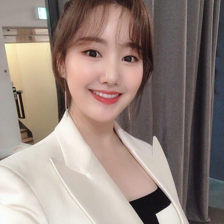 """Thăng hạng nhan sắc như Jin Ji Hee: Lúc bé toàn để tóc xoăn """"già chát"""", càng lớn càng trẻ xinh nhờ giảm cân và đổi kiểu tóc - Ảnh 6."""