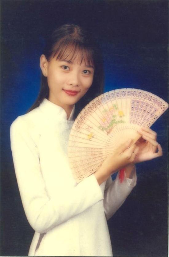 Sự đời Dương Yến Ngọc: Thi Hoa hậu từ thời Ngô Thanh Vân, trước khi đá thúng Đông Nhi đã từng đụng nia Lan Khuê - Ảnh 2.