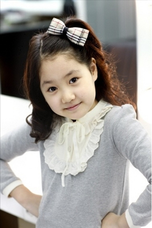 """Thăng hạng nhan sắc như Jin Ji Hee: Lúc bé toàn để tóc xoăn """"già chát"""", càng lớn càng trẻ xinh nhờ giảm cân và đổi kiểu tóc - Ảnh 1."""