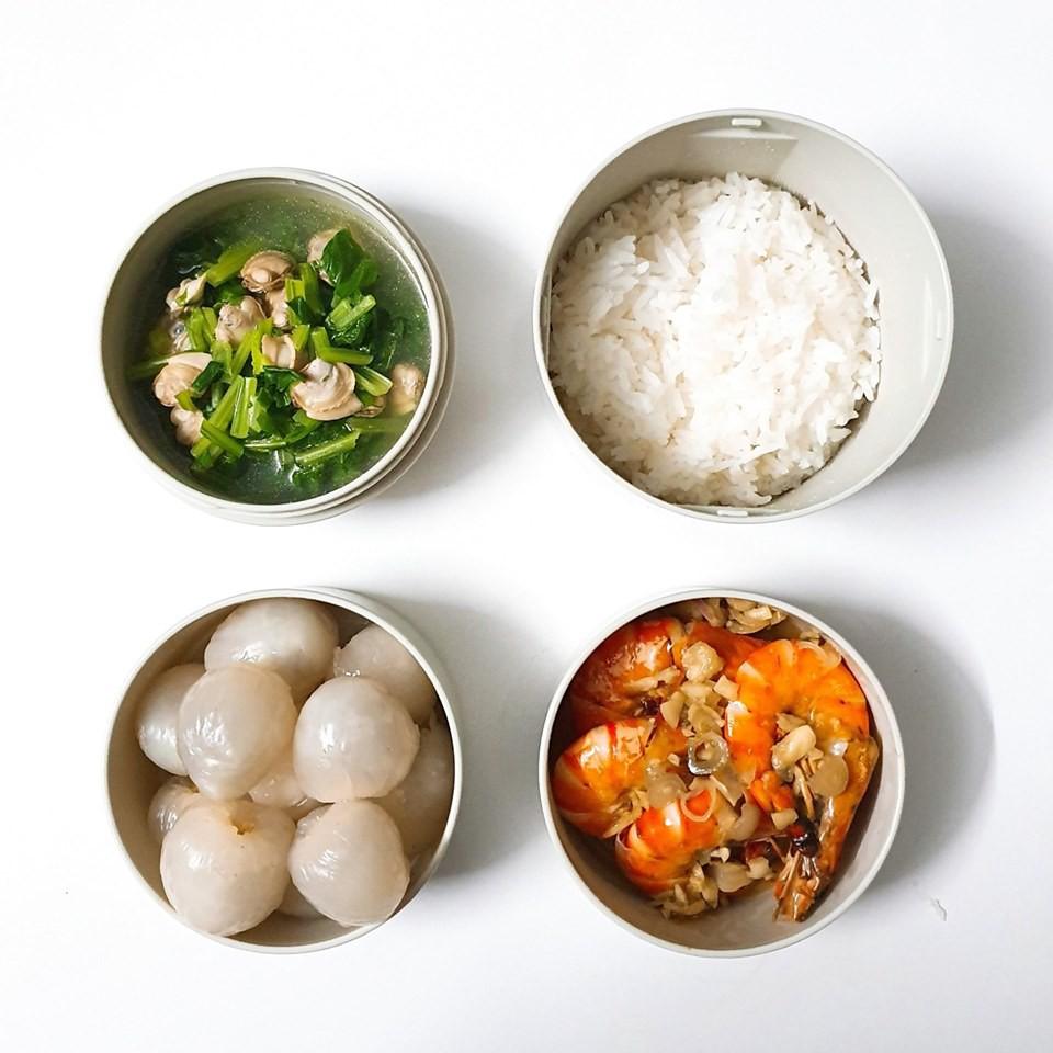 Chỉ với 50k đồng, cô gái trẻ làm ra hàng loạt bữa cơm trưa siêu tinh tế để chồng mang đi làm mỗi ngày - Ảnh 2.
