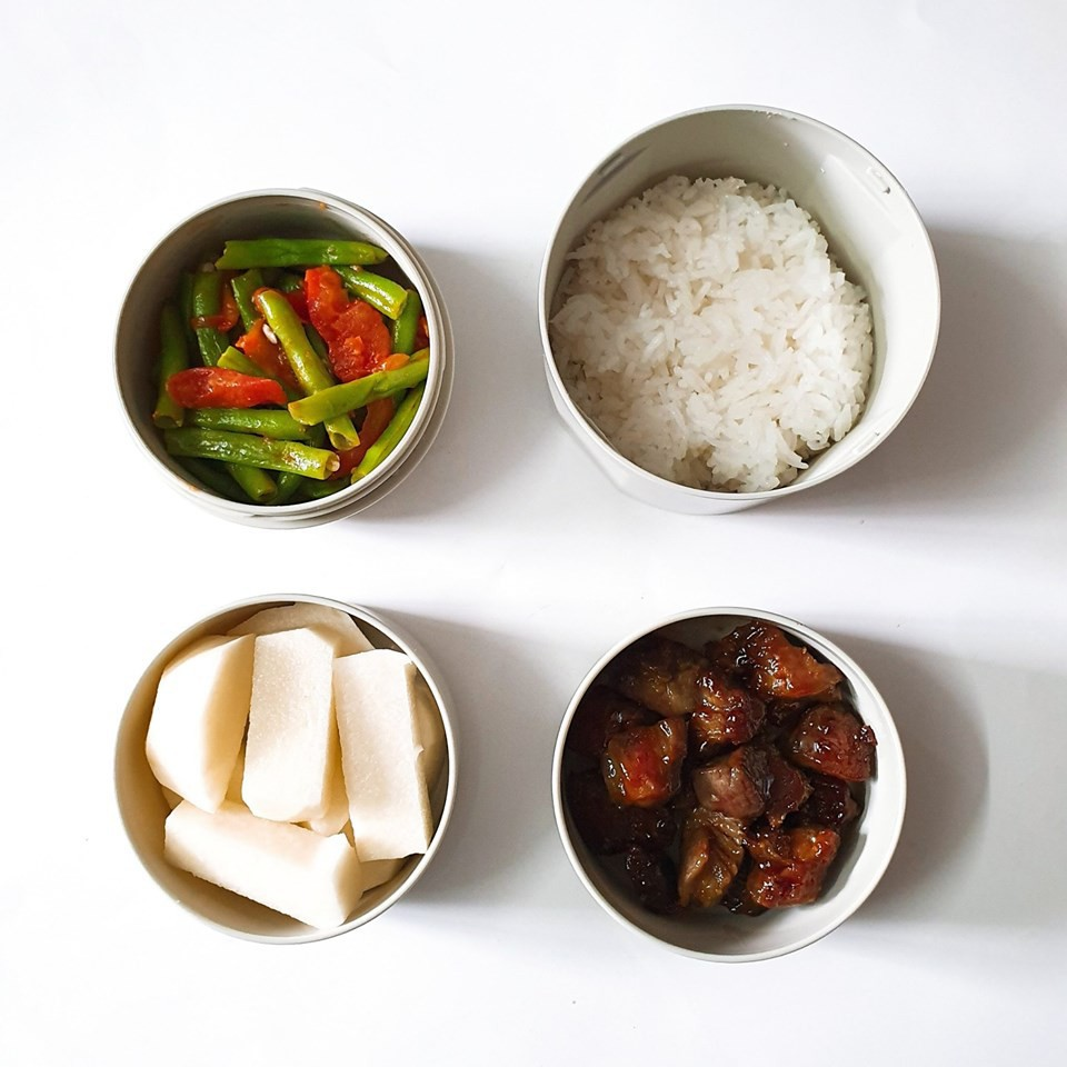 Chỉ với 50k đồng, cô gái trẻ làm ra hàng loạt bữa cơm trưa siêu tinh tế để chồng mang đi làm mỗi ngày - Ảnh 12.