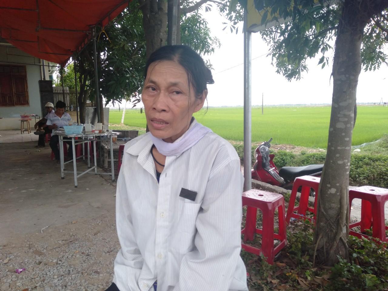 Đám tang đẫm nước mắt của nữ nhân viên bán xăng bị sát hại: Hai đứa con trai ngơ ngác tìm mẹ - Ảnh 4.