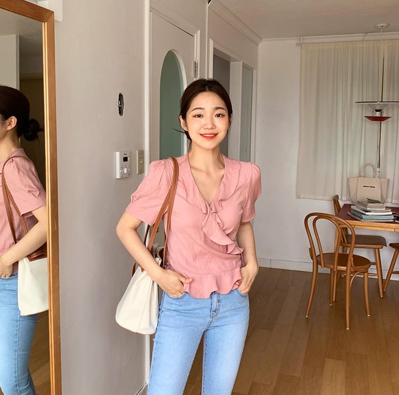 Đếm vu vơ đã có 8 kiểu áo kết hợp cực ngọt với quần jeans, giúp bạn chứng minh gu thời trang siêu ổn của mình - Ảnh 5.