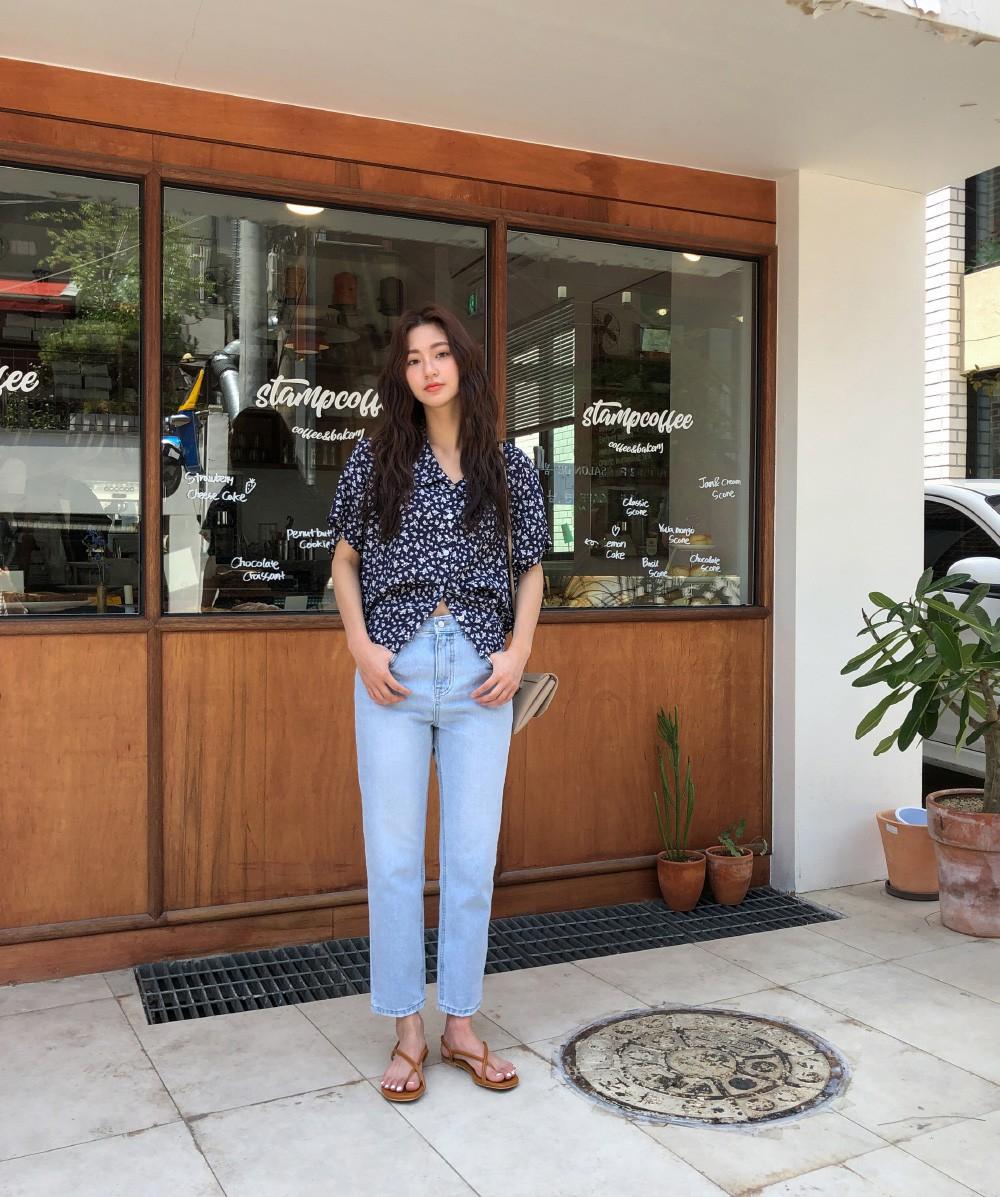 Đếm vu vơ đã có 8 kiểu áo kết hợp cực ngọt với quần jeans, giúp bạn chứng minh gu thời trang siêu ổn của mình - Ảnh 10.