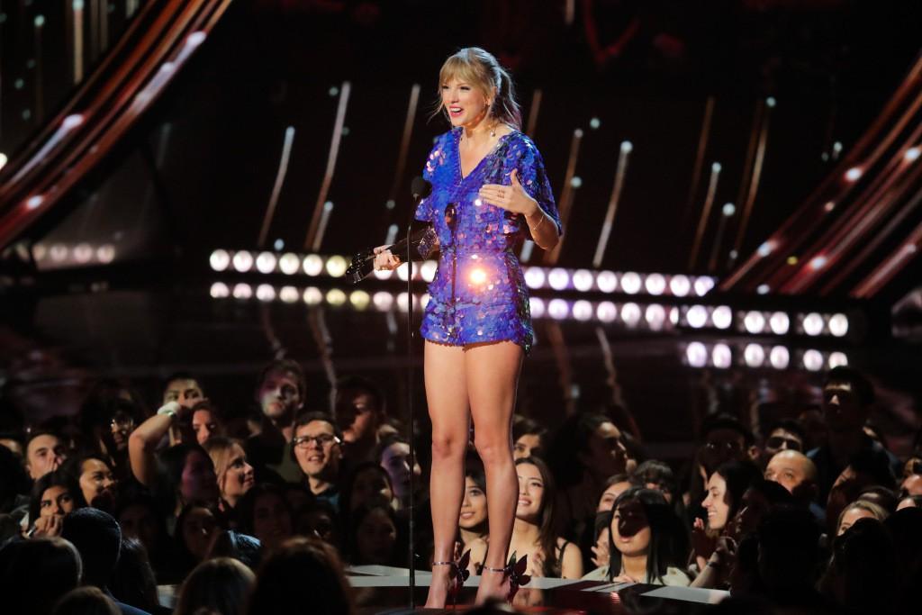 100 nghệ sĩ có thu nhập cao nhất thế giới theo Forbes: Taylor vượt mặt nữ tỷ phú Kylie, 1 đại diện Kpop lại lập kỳ tích - Ảnh 2.