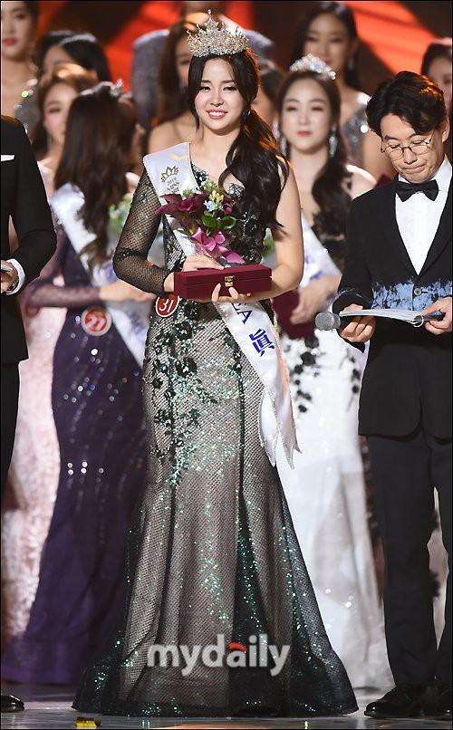 Chung kết Hoa hậu Hàn Quốc 2019 gây bão: Tân Hoa hậu xinh đến mức dìm cựu Hoa hậu, dàn Á hậu đằng sau bị chê mặt nhựa - Ảnh 11.