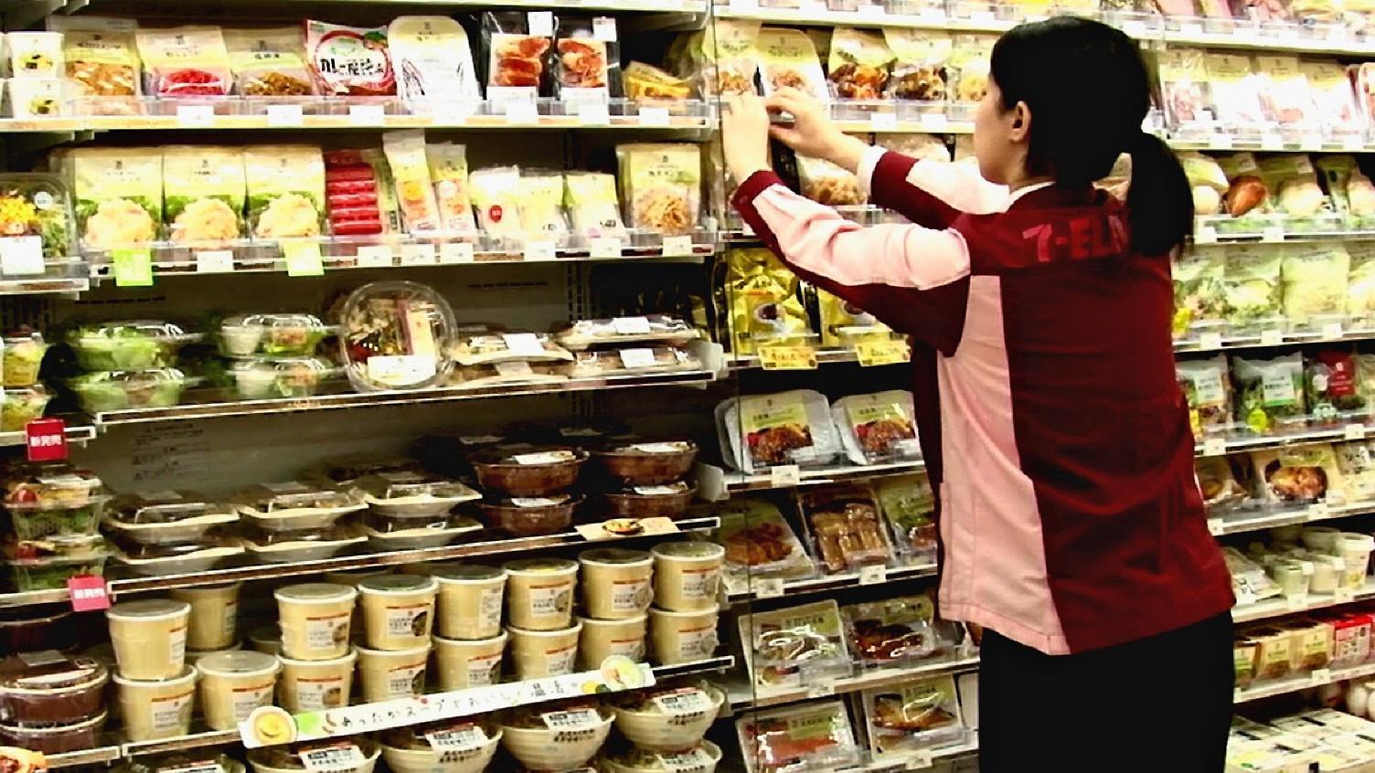 7-Eleven mở cửa hàng đầu tiên tại Okinawa, người Nhật xếp hàng dài chẳng khác gì người Việt hồi trước - Ảnh 5.
