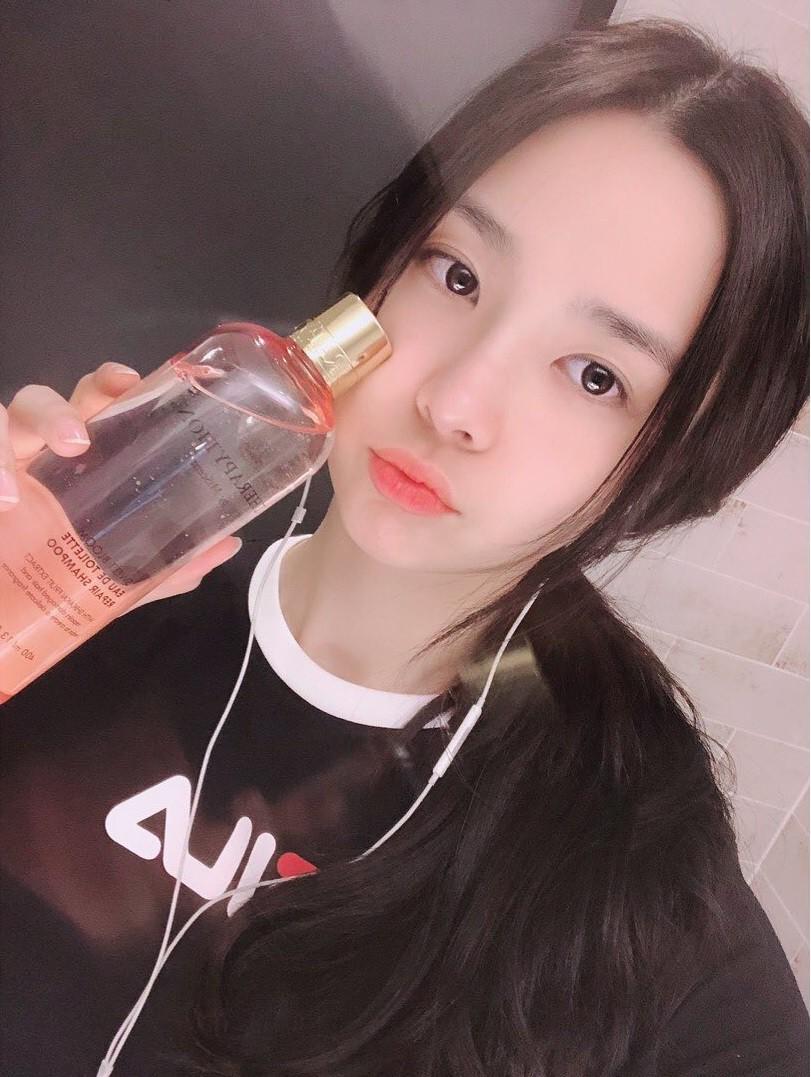 Tân Hoa hậu Hàn Quốc 2019: makeup càng nhạt lại càng xinh, nổi bật nhất là khi lên đồ đơn giản - Ảnh 3.