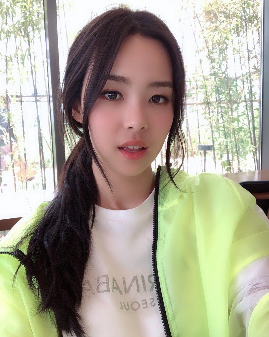 Tân Hoa hậu Hàn Quốc 2019: makeup càng nhạt lại càng xinh, nổi bật nhất là khi lên đồ đơn giản - Ảnh 4.