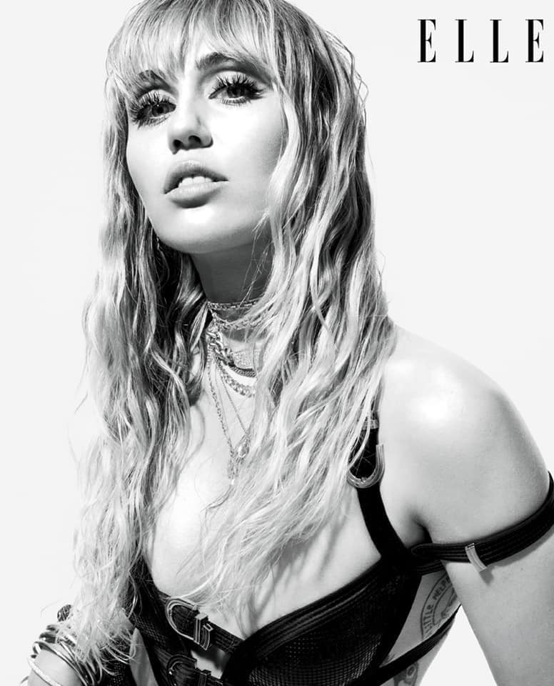 Loạt ảnh trên tạp chí Elle của Miley Cyrus gây bão mạnh: Thần thái đỉnh miễn bàn cũng không hút mắt bằng body đỉnh cao - Ảnh 3.