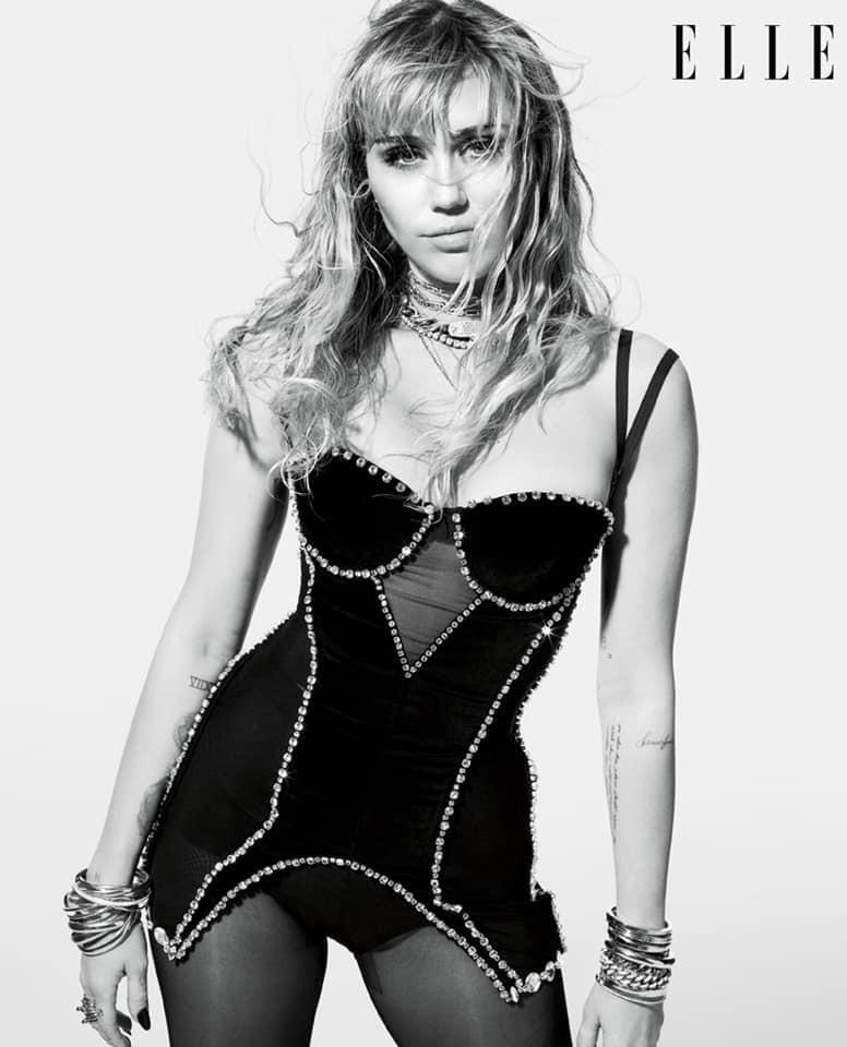 Loạt ảnh trên tạp chí Elle của Miley Cyrus gây bão mạnh: Thần thái đỉnh miễn bàn cũng không hút mắt bằng body cực phẩm - Ảnh 2.