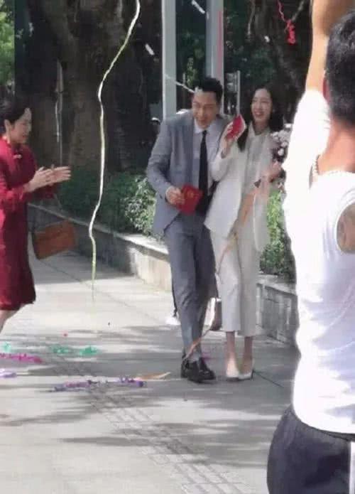 2 thái cực hậu ly hôn: Dương Mịch phất lên như diều gặp gió, Lưu Khải Uy sự nghiệp xuống dốc phải về chăm con - Ảnh 6.