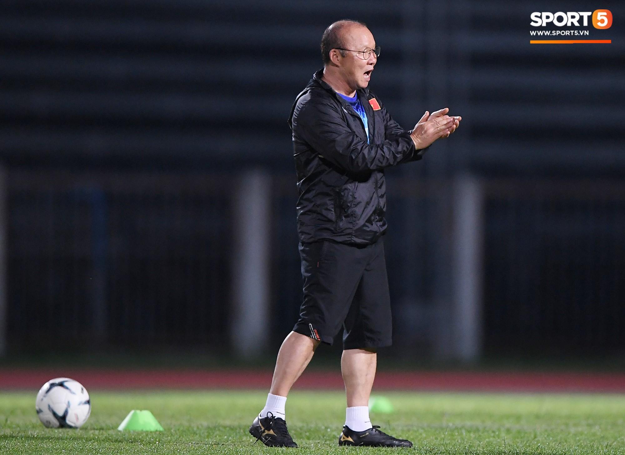 HLV Park Hang-seo tạm hoãn việc gia hạn hợp đồng với Liên đoàn bóng đá Việt Nam - Ảnh 1.