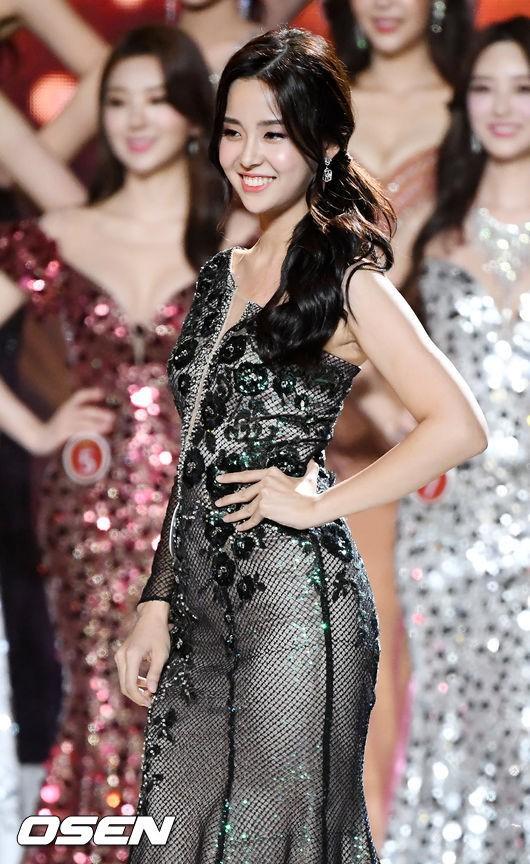 Bàn cân nhan sắc Tân và cựu Hoa hậu Hàn Quốc: Bên đẹp như diễn viên bên gây tranh cãi, body gây chú ý - Ảnh 1.