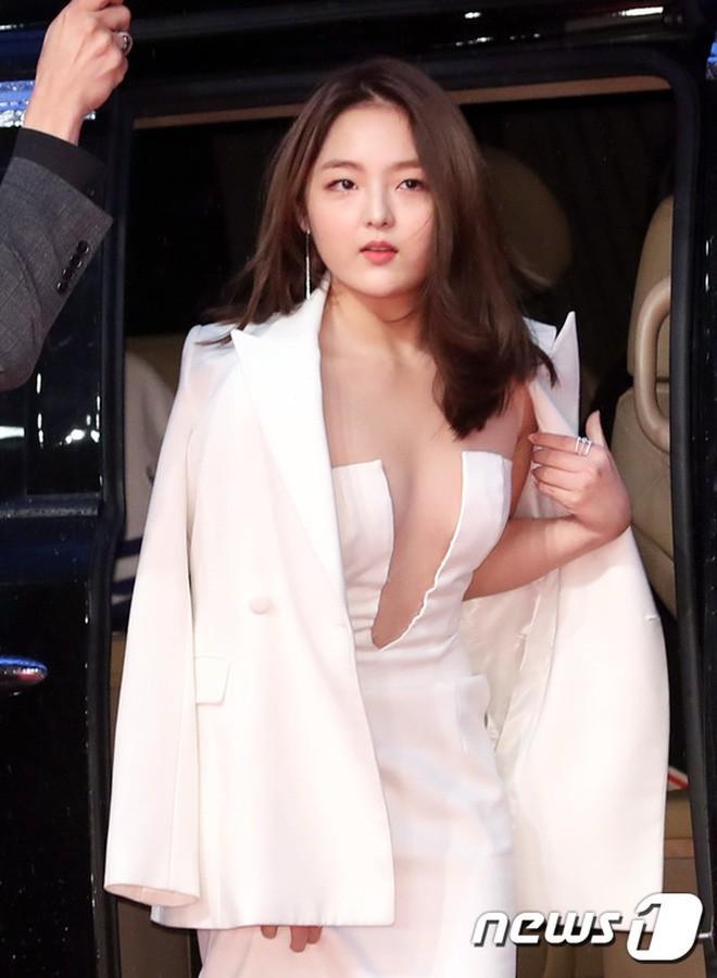 Nổi tiếng kín cổng cao tường, các mỹ nhân Hàn khiến dân tình mất máu khi hở bạo: Jennie và Yoona chưa sốc bằng sao nhí - Ảnh 16.