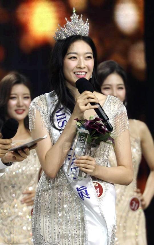 Bàn cân nhan sắc Tân và cựu Hoa hậu Hàn Quốc: Bên đẹp như diễn viên bên gây tranh cãi, body gây chú ý - Ảnh 4.