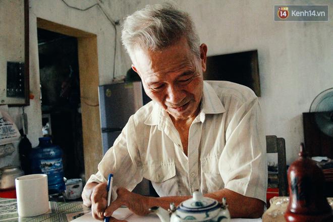 Gặp gia đình một ngón tài hoa ở Hà Nam: Người thầy vượt qua nghịch cảnh, viết chữ đẹp nhất vùng - Ảnh 1.