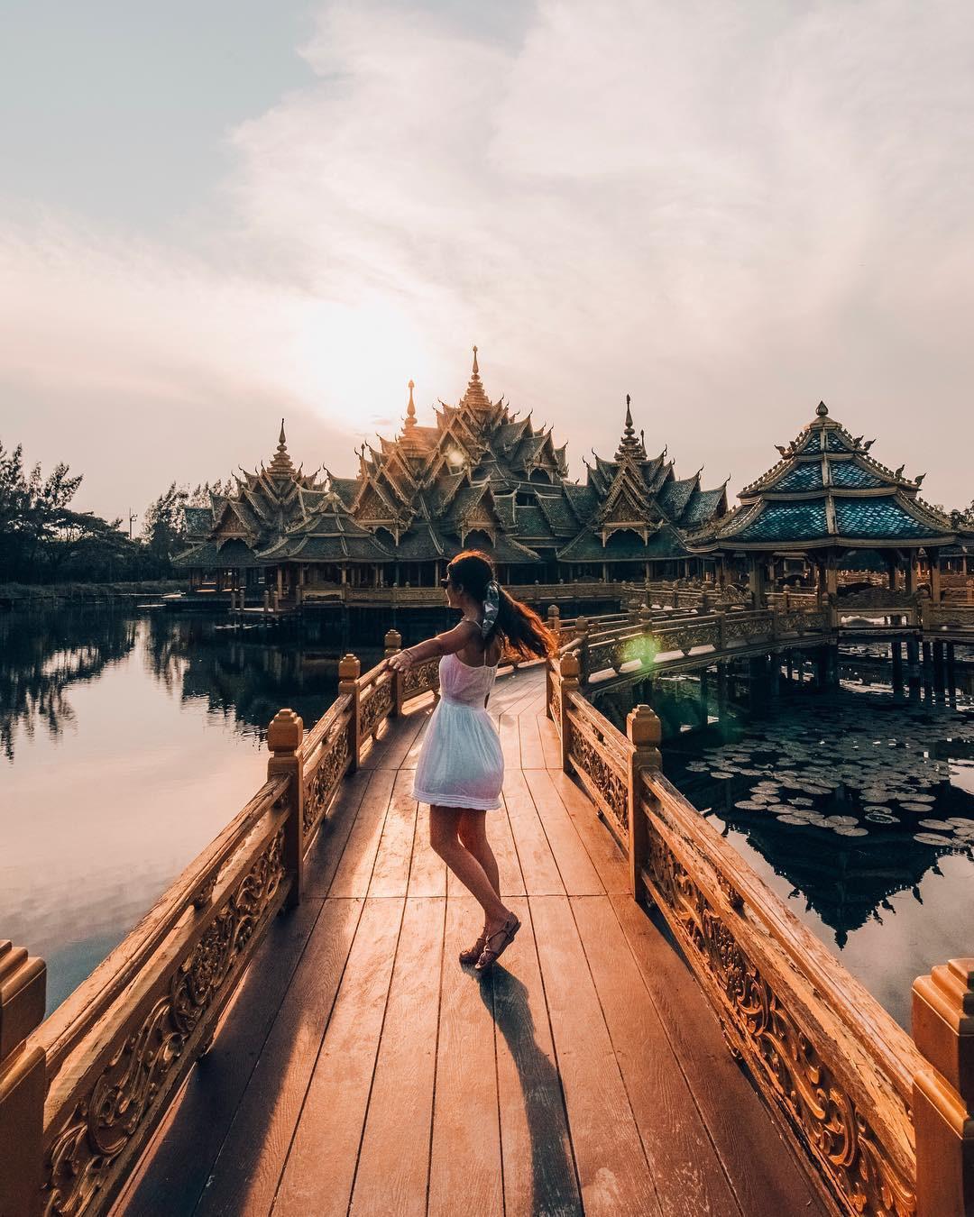 """Không tin vào mắt mình ngôi đền được canh giữ bởi """"cá khổng lồ"""" đẹp hệt cổ tích đang """"gây bão"""" Thái Lan - Ảnh 7."""