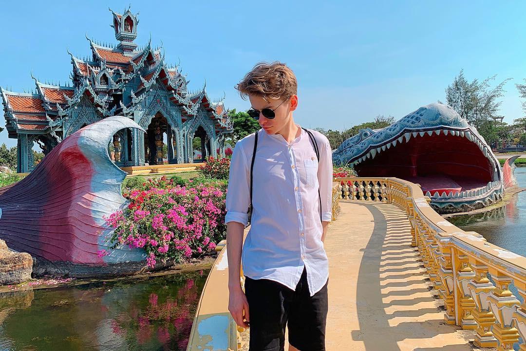 """Không tin vào mắt mình ngôi đền được canh giữ bởi """"cá khổng lồ"""" đẹp hệt cổ tích đang """"gây bão"""" Thái Lan - Ảnh 11."""