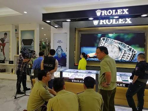 Bộ Công an đột kích trung tâm mua sắm toàn hàng nhái trị giá gần 100 tỷ - Ảnh 2.