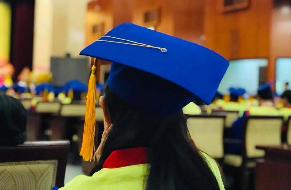 Trao bằng tốt nghiệp cho sinh viên qua đời vì ung thư - Ảnh 1.
