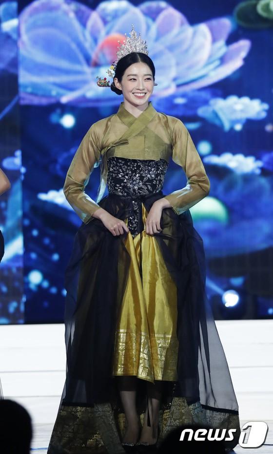 Cách điệu quá đà thành lố lăng phản cảm, loạt trang phục của thí sinh Hoa hậu Hàn Quốc 2019 bị cho là đang sỉ nhục hanbok - Ảnh 4.