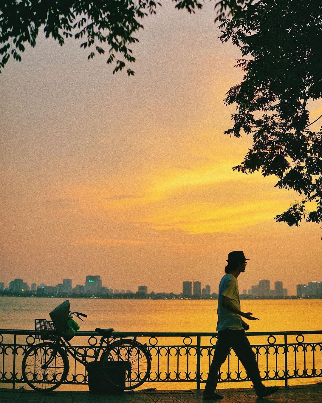 Định vị ngay tọa độ con hẻm nhìn ra hồ Tây cực thơ mộng làm giới trẻ Hà Nội đứng ngồi không yên mấy ngày nay - Ảnh 1.