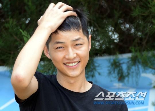 Tranh cãi ảnh Song Joong Ki bị hói đầu vì căng thẳng trong khi Song Hye Kyo tươi rói sau vụ ly hôn, sự thật là gì? - Ảnh 6.