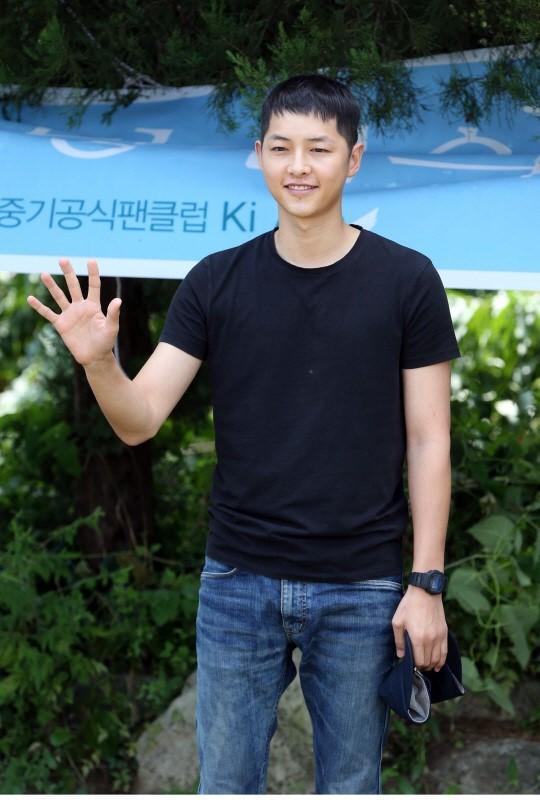 Tranh cãi ảnh Song Joong Ki bị hói đầu vì căng thẳng trong khi Song Hye Kyo tươi rói sau vụ ly hôn, sự thật là gì? - Ảnh 4.