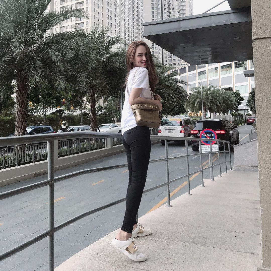 Làm chủ công thức đen - trắng với 13 ý tưởng từ sao nữ Việt và style của bạn sẽ lên đời thấy rõ - Ảnh 2.