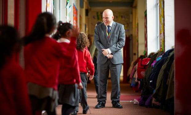 Trường tiểu học ở Anh mở các khoá học về LGBT bất chấp sự phản đối gay gắt của phụ huynh - Ảnh 3.