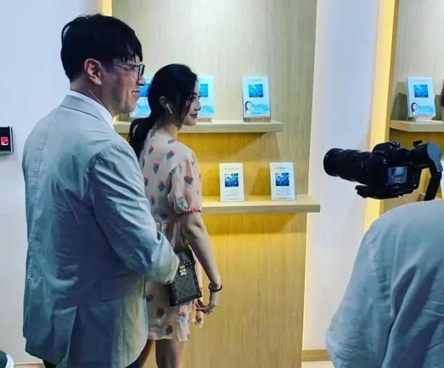 """""""Nữ hoàng"""" Phạm Băng Băng cũng có ngày bị fan phát hiện chỉ mặc váy Taobao chưa đến 300k - Ảnh 2."""