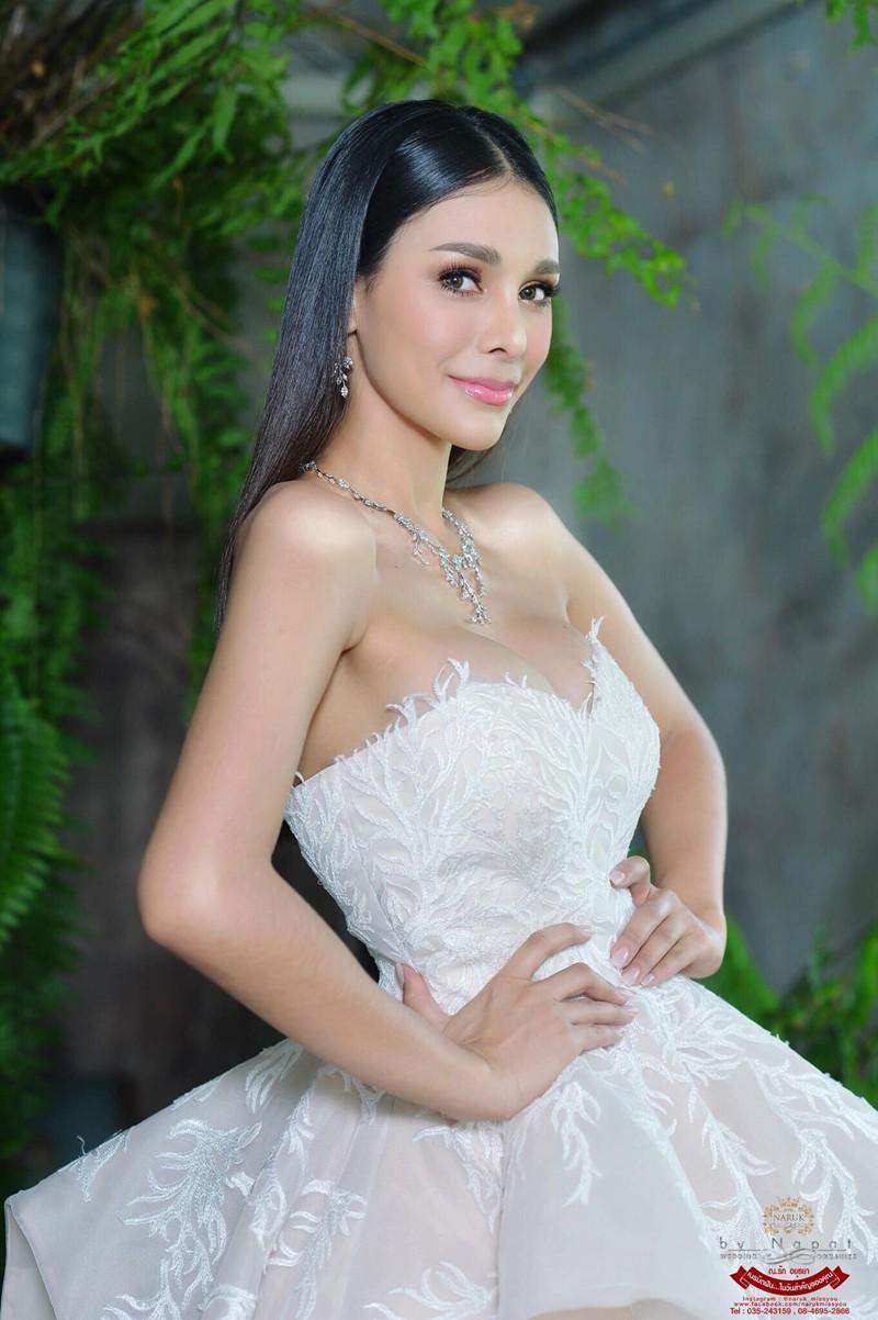 Tân Hoa hậu Hoà bình Thái: Đăng quang trong lạc lõng không được chúc mừng, bị chỉ trích vì từng hạ bệ Miss Universe 2018 - Ảnh 6.
