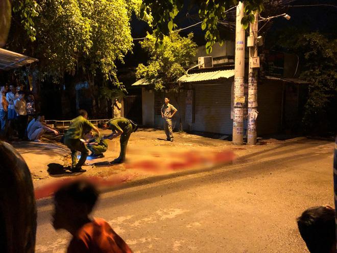 TP.HCM: Hai nhóm thanh niên lao vào hỗn chiến khiến cả khu phố náo loạn, 1 người bị chém tử vong - Ảnh 1.