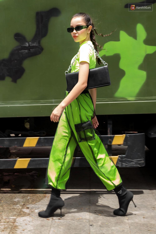 Nếu bí ý tưởng mặc đẹp ngày nóng, bạn cần xem ngay street style đơn giản mà chất thôi rồi của giới trẻ Việt tuần qua - Ảnh 13.