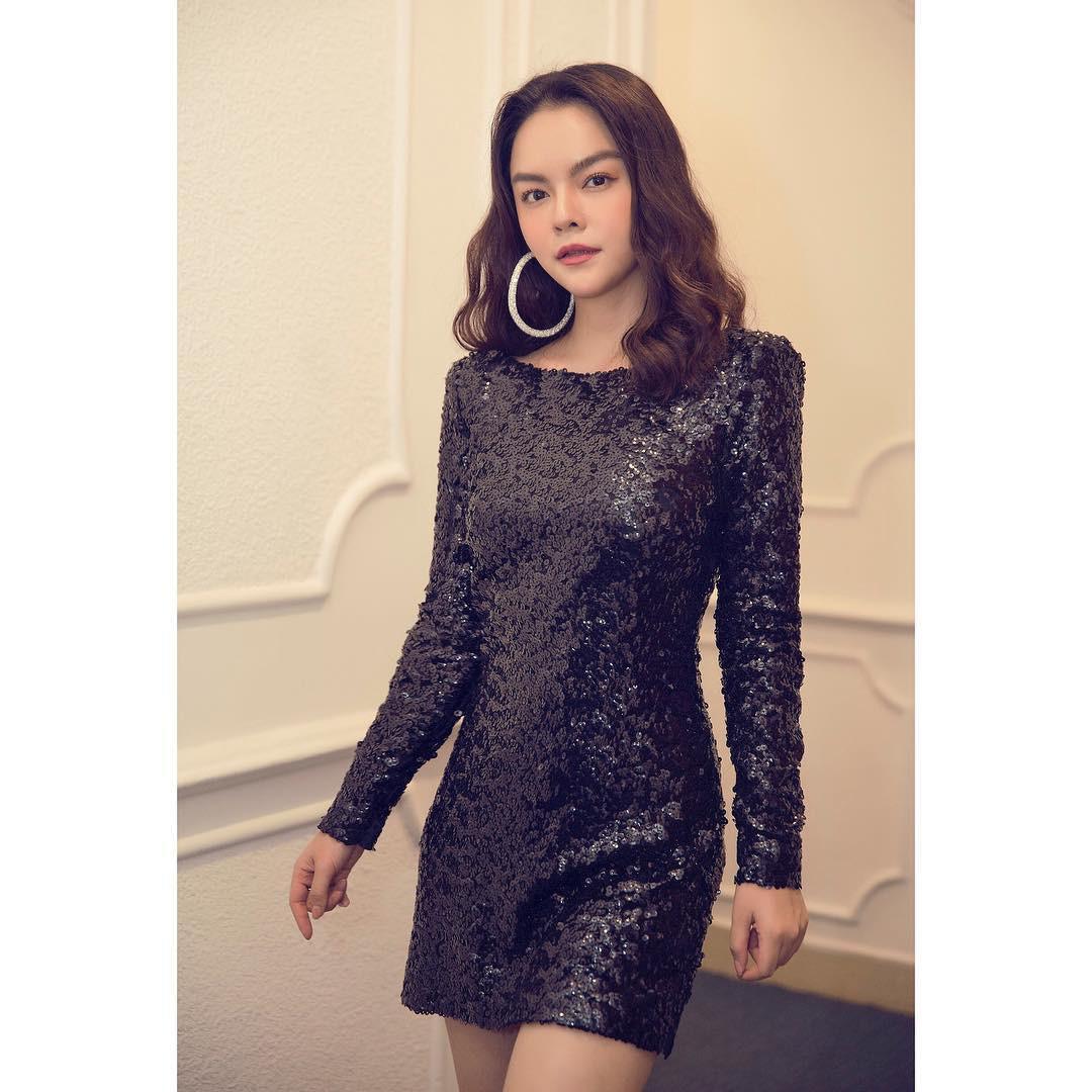 Ai đó kiêng dè váy kén dáng chứ Phạm Quỳnh Anh chẳng ngán diện, đã vậy còn mặc tuyệt đẹp - Ảnh 2.