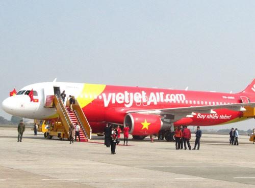 Một máy bay đi nhầm đường lăn ở sân bay Tân Sơn Nhất - Ảnh 1.
