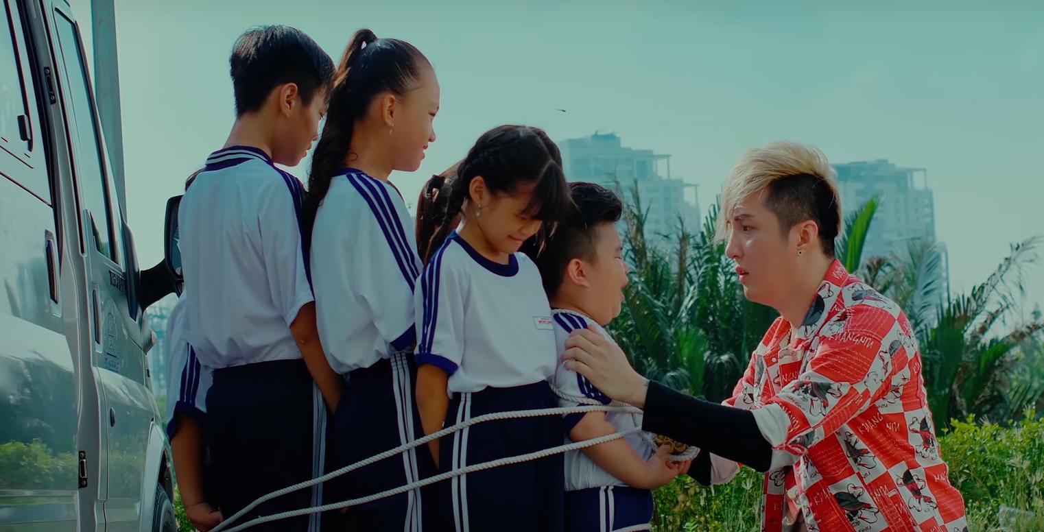 Web drama của Lâm Chấn Khang vừa hạ bệ Sơn Tùng: Đánh đấm như... siêu anh hùng, có cả màn tái sinh cực lầy - Ảnh 5.