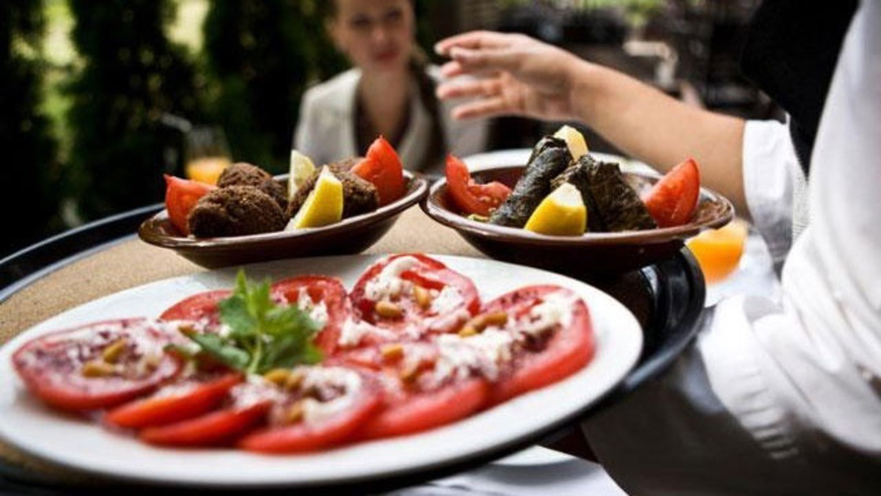Đi ăn kiểu thượng lưu ở phương Tây, ngồi như thế nào và ở đâu cũng là cả một vấn đề - Ảnh 5.