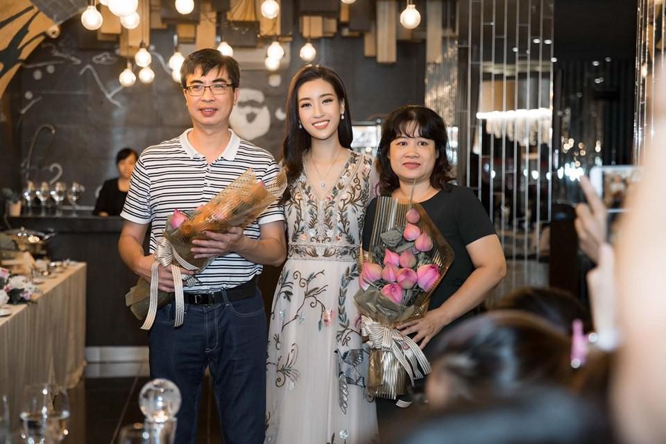 Đỗ Mỹ Linh cùng mẹ đăng ký hiến tạng: nghĩa cử cao đẹp xứng tầm danh hiệu Hoa hậu nhân ái tại Miss World 2017 - Ảnh 1.