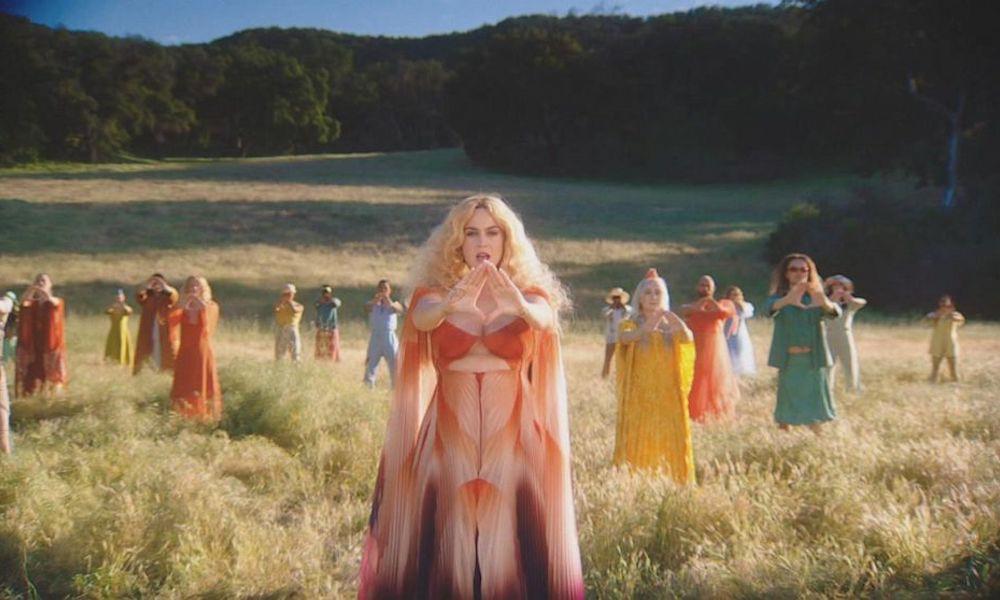 Các nữ nghệ sĩ sở hữu nhiều MV trên 100 triệu view nhất: Ngay cả Taylor Swift, Katy Perry và Rihanna đều phải chào thua cái tên này - Ảnh 4.
