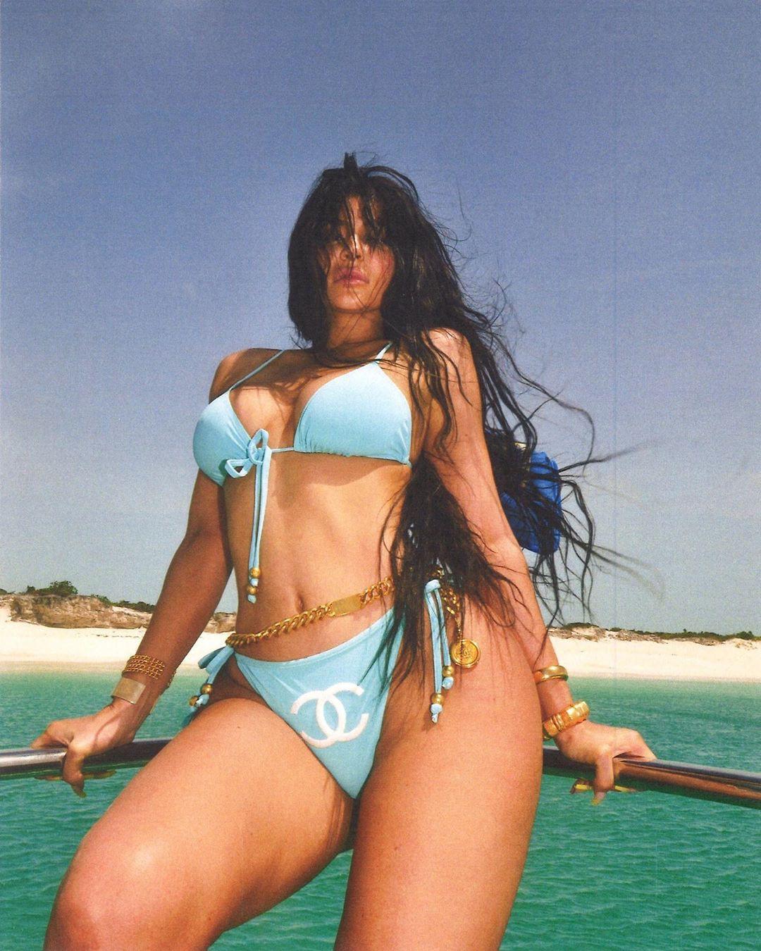 Khoe hết cỡ body gái một con trông mòn con mắt, sắc vóc và thần thái của Kylie Jenner đã đạt đến ngưỡng đỉnh cao - Ảnh 1.